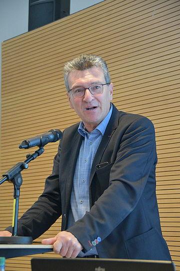 Minister Dieter Lauinger